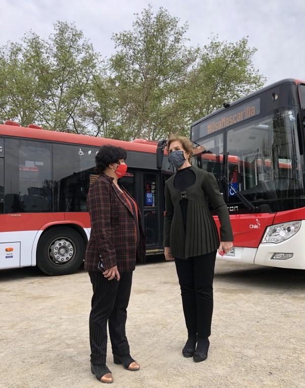 Ministra Hutt junto a la alcaldesa Pizarro